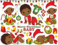 Διάνυσμα που τίθεται με τα χαριτωμένα αγοράκια αφροαμερικάνων που φορούν τα ενδύματα Χριστουγέννων και τα στοιχεία Χριστουγέννων απεικόνιση αποθεμάτων