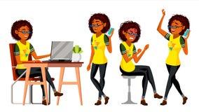 Διάνυσμα χαρακτήρα επιχειρησιακών αφρικανικό μαύρων γυναικών Το θηλυκό σε διαφορετικό θέτει Υπάλληλος στα ενδύματα γραφείων Σχεδι διανυσματική απεικόνιση