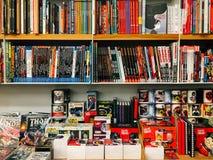 Διάσημα αμερικανικά κωμικά περιοδικά για την πώληση στο τοπικό βιβλιοπωλείο στοκ φωτογραφία με δικαίωμα ελεύθερης χρήσης
