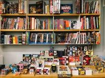 Διάσημα αμερικανικά κωμικά περιοδικά για την πώληση στο τοπικό βιβλιοπωλείο στοκ φωτογραφίες με δικαίωμα ελεύθερης χρήσης