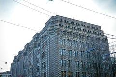 Διάσημα εκλεκτής ποιότητας κτήρια της πόλης του Άμστερνταμ στο σύνολο ήλιων Γενική άποψη τοπίων στην ολλανδική αρχιτεκτονική παρά Στοκ Εικόνες