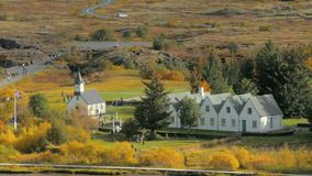 Διάσημα μικρά κτήρια σε ένα εθνικό πάρκο Thingvellir στην Ισλανδία στην ηλιόλουστη ημέρα φθινοπώρου απόθεμα βίντεο
