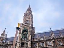 Διάσημη αίθουσα πόλεων του Μόναχου στο marienplatz, Γερμανία Βαυαρία χειμώνας εποχής τοπίων ωρών Στοκ Φωτογραφίες