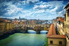 Διάσημη γέφυρα Ponte Vecchio στον ποταμό Arno στη Φλωρεντία, Ιταλία Στοκ φωτογραφία με δικαίωμα ελεύθερης χρήσης