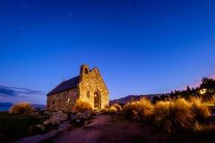 Διάσημη εικόνα τοπίων ταξιδιού της ιστορικής εκκλησίας στη λίμνη Tekapo, Νέα Ζηλανδία στοκ εικόνες με δικαίωμα ελεύθερης χρήσης