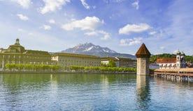 Διάσημη θέση γεφυρών παρεκκλησιών στη λίμνη Luzern με το μπλε ουρανό σε Luzer Στοκ εικόνα με δικαίωμα ελεύθερης χρήσης