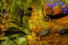 Διάσημη σπηλιά PROMETHEUS κοντά σε Kutaisi με πολλούς σταλακτίτες και σταλαγμίτες στοκ εικόνα