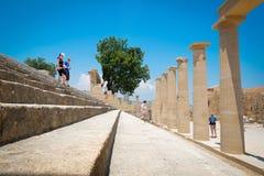 Διάσημοι ελληνικοί στυλοβάτης ναών και σκάλα πετρών στην Ελλάδα Στοκ φωτογραφία με δικαίωμα ελεύθερης χρήσης