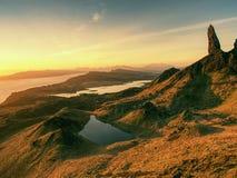 Διάσημος εκτεθειμένος ηληκιωμένος βράχων Storr, βόρειος λόφος στο νησί της Skye στοκ εικόνες με δικαίωμα ελεύθερης χρήσης