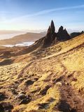 Διάσημος εκτεθειμένος ηληκιωμένος βράχων Storr, βόρειος λόφος στο νησί της Skye στοκ φωτογραφία με δικαίωμα ελεύθερης χρήσης
