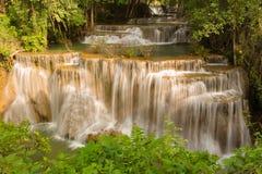 Διάσημος πολλαπλάσιος καταρράκτης στρώματος της Ταϊλάνδης στοκ φωτογραφία με δικαίωμα ελεύθερης χρήσης
