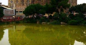 Διάσημος Sagrada Familia καθεδρικός ναός στη Βαρκελώνη, Ισπανία Σχεδιασμένος από το Antoni Gaudi στο γοτθικό ύφος απόθεμα βίντεο