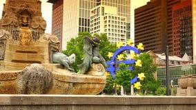 Διάσημο γερμανικό ευρο- εικονικό γερμανικό ορόσημο της ΦΡΑΝΚΦΟΥΡΤΗΣ, Φρανκφούρτη σημαδιών συμβόλων πόλεων της ΓΕΡΜΑΝΙΑΣ, υπερβολι απόθεμα βίντεο