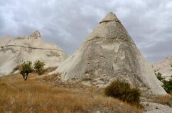 Διάσημο ορόσημο Cappadocian - ηφαιστειακοί κώνοι βράχου, Τουρκία Στοκ εικόνες με δικαίωμα ελεύθερης χρήσης