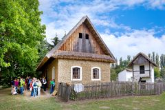 Διάσημο υπαίθριο μουσείο της λαϊκής αρχιτεκτονικής στην πόλη Straznice, νότια Μοραβία, Τσεχία Σύνθετη είναι προστατευμένη ως αγρο στοκ εικόνα