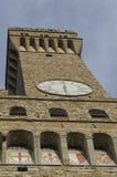 Διάσημο Palazzo Vecchio στη Φλωρεντία που βλέπει από κάτω από Στοκ φωτογραφία με δικαίωμα ελεύθερης χρήσης