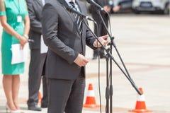 Διάσκεψη ειδήσεων Ο πολιτικός δίνει μια ομιλία στοκ φωτογραφία