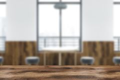 Διάσκεψη στρογγυλής τραπέζης στην άσπρη θαμπάδα καφέδων απεικόνιση αποθεμάτων