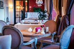 Διάσκεψη στρογγυλής τραπέζης στο εστιατόριο στοκ φωτογραφία με δικαίωμα ελεύθερης χρήσης