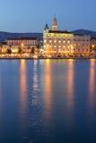 Διάσπαση τη νύχτα Στοκ εικόνα με δικαίωμα ελεύθερης χρήσης