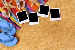 Διάστημα αντιγράφων λευκωμάτων φωτογραφιών πλαισίων polaroid υποβάθρου παραλιών Στοκ εικόνες με δικαίωμα ελεύθερης χρήσης