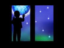 Διάστημα και ένα παιδί που φαίνεται έξω το φεγγάρι παραθύρων ελεύθερη απεικόνιση δικαιώματος