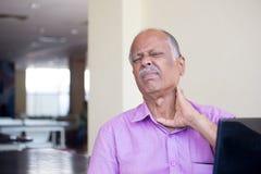 Διάστρεμμα και πόνος λαιμών Στοκ εικόνες με δικαίωμα ελεύθερης χρήσης