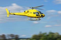 Διάσωση ελικοπτέρων, ελικόπτερο στον αέρα πετώντας Στοκ εικόνα με δικαίωμα ελεύθερης χρήσης