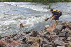 Διάσωση νερού στον ποταμό στοκ εικόνες με δικαίωμα ελεύθερης χρήσης