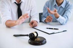 Διάταγμα συμβάσεων της διάλυσης διαζυγίου ή της ακύρωσης του marr στοκ φωτογραφία