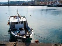 Διάφορα αλιευτικά σκάφη δένονται Στοκ φωτογραφία με δικαίωμα ελεύθερης χρήσης