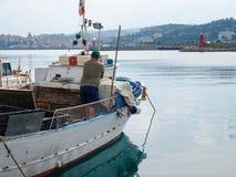 Διάφορα αλιευτικά σκάφη δένονται Στοκ Φωτογραφίες