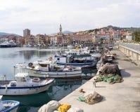 Διάφορα αλιευτικά σκάφη δένονται Στοκ εικόνες με δικαίωμα ελεύθερης χρήσης