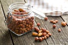 Διάφορα γλυκαμένα καρύδια στο βάζο Στοκ φωτογραφία με δικαίωμα ελεύθερης χρήσης