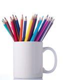 Διάφορα μολύβια χρώματος στο φλυτζάνι. Στοκ Φωτογραφίες