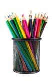 Διάφορα μολύβια χρώματος στο μαύρο φλυτζάνι γραφείων Στοκ εικόνα με δικαίωμα ελεύθερης χρήσης