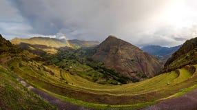 Διάφορα ουράνια τόξα στο μνημείο Pisac στο Περού στοκ φωτογραφία με δικαίωμα ελεύθερης χρήσης