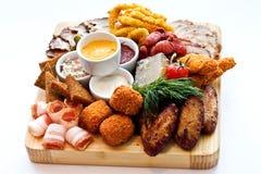 Διάφορα προϊόντα κρέατος πρόχειρων φαγητών Στοκ φωτογραφία με δικαίωμα ελεύθερης χρήσης