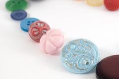 Διάφορα ράβοντας κουμπιά που τίθενται στο άσπρο υπόβαθρο Στοκ Εικόνα