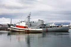 διάφορα σκάφη στο λιμένα πόλεων του Ρέικιαβικ το φθινόπωρο Στοκ Εικόνες
