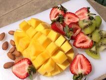 Διάφορα φρούτα σε μια πιατέλα Στοκ Εικόνα