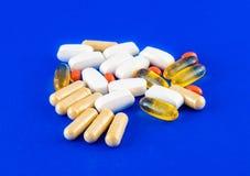 Διάφορα χάπια του συμπληρώματος στοκ φωτογραφίες