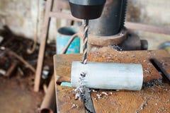 Διάφορα χρησιμοποιημένα κομμάτια τρυπανιών συστροφής σε μια σειρά Στοκ φωτογραφίες με δικαίωμα ελεύθερης χρήσης