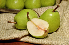 Διάφορα ώριμα αχλάδια και φέτα Στοκ Εικόνες
