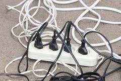 Διάφορες ηλεκτρικές έξοδοι με τα καλώδια στο πεζοδρόμιο στοκ φωτογραφία με δικαίωμα ελεύθερης χρήσης