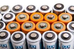Διάφορες μπαταρίες AA κατά την άποψη κινηματογραφήσεων σε πρώτο πλάνο προοπτικής Στοκ Φωτογραφίες