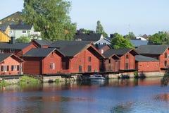Διάφορες παλαιές σιταποθήκες στο θερινό βράδυ ποταμών porvoo της Φινλανδίας Στοκ φωτογραφίες με δικαίωμα ελεύθερης χρήσης
