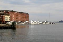 Διάφορες πλέοντας σκάφη και παλαιά αρχιτεκτονική, καταρρίπτουν το σημείο, Μέρυλαντ, το 2015 Στοκ Φωτογραφίες