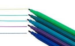 Διάφορη γραμμή χρωμάτων πεννών πίλημα-ακρών χρώματος που απομονώνεται Στοκ Φωτογραφία
