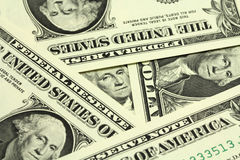 Διάφοροι λογαριασμοί στο υπόβαθρο ενός αμερικανικού δολαρίου Στοκ Εικόνες
